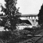Заводская одноколейка проходила под строящимся мостом, разобрана в 1943 году.