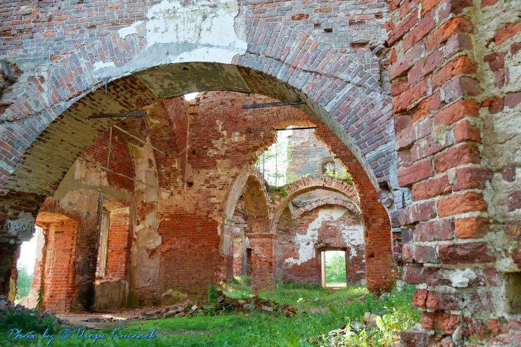 Разрушенная церковь в Салми