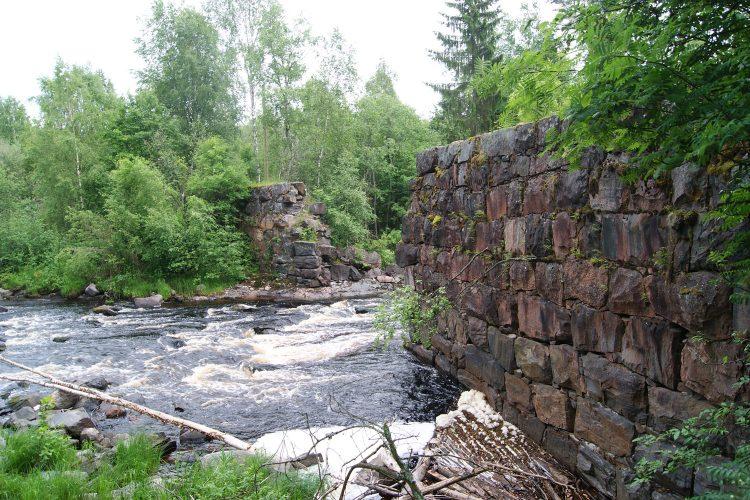 Плотина в Ууксу на реке Ууксунйоки, Юласахакоски (5-й Падун)