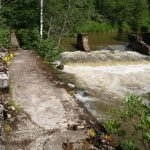 Не далеко от поселка Хийтола, на пороге Сахакоски стоят руины финской плотины