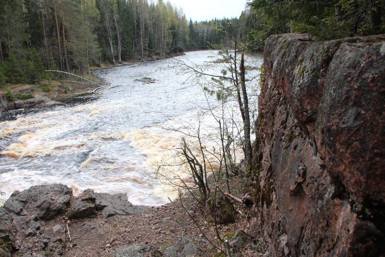 Kivenkulmankoski ( порог каменного угла ), Кивенкулманкоски, Храмина, Вторая плотина - это все названия одного порога на реке Уксунйоки