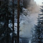 Водопад Кивач является двух ступенчатым водопадом с общим перепадом высоты в 11 метров. Четвертый по величине равнинный водопад Европы. Напор примерно 60-70 куб.м сек. До 1950 года, до строительства каскадов ГЭС на местных реках, напор был в разы больше, все окрестные скалы были залиты водой.