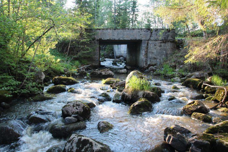 В 8ми км от поселка Хийтола на небольшой речке Ильменйоки (ilmeenjoki) имеются остатки небольшой финской мельницы Марьякоски (Marjakoski)